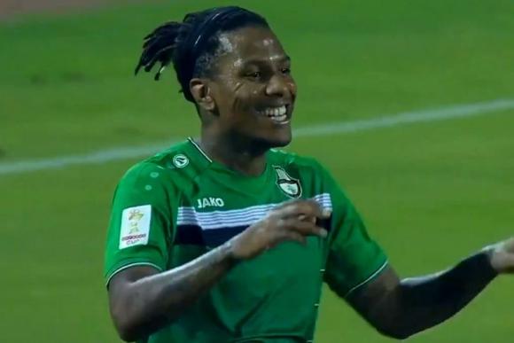 Abel Hernández celebra el tanto que marco en el duelo entre Al Ahli y Umm Salal. Foto: Captura.