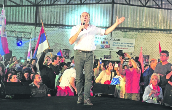 Martínez va por dos puntos del electorado y apunta a los indecisos y a los descontentos. Foto: Prensa Daniel Martínez