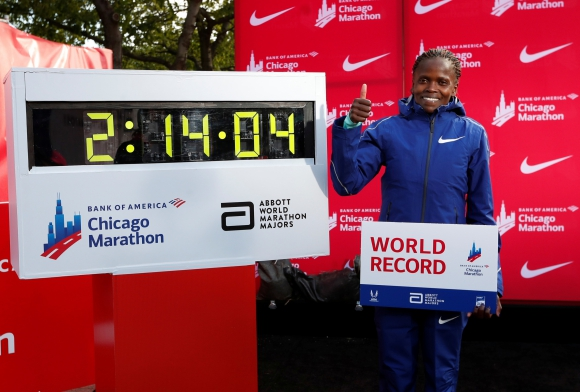 Brigid Kosgei hizo historia en el maratón de Chicago