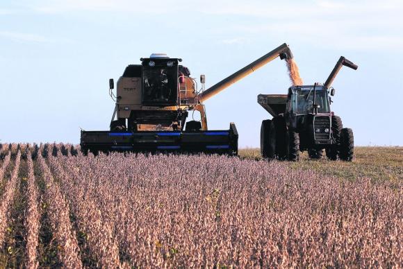 Cosechadoras de soja. Foto: Reuters.