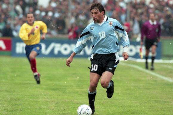 Fabián O'Neill en un encuentro con la selección uruguaya. Foto: Archivo El País.