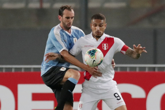 Diego Godín - Uruguay vs. Perú - Foto: Reuters.