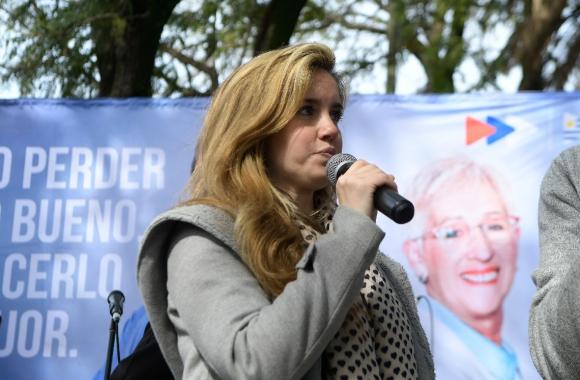 Marina Aguirre animó un acto del Frente Amplio en la zona de Malvín. Foto: Leo Mainé