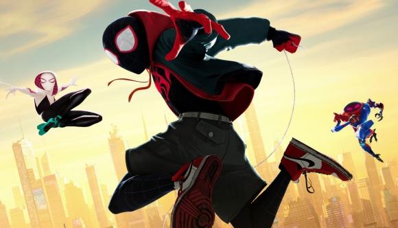 """Desde el afiche y trailer promocional, """"Spiderman: un nuevo universo"""" vende un modelo icónico de Nike."""