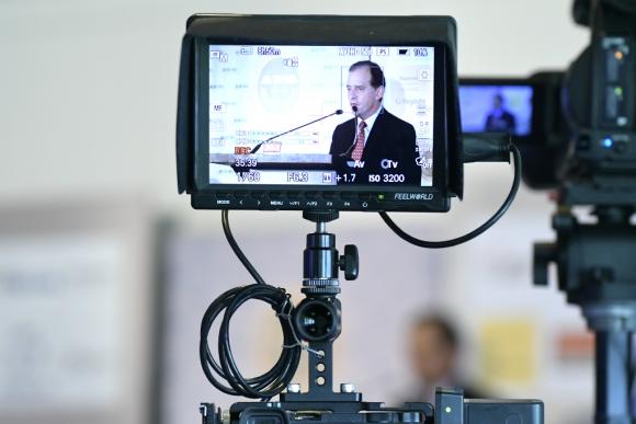 Conferencia de Guido Manini Ríos, candidato presidencial por el Partido Cabildo Abierto, en ADM. Foto: Leonardo Mainé