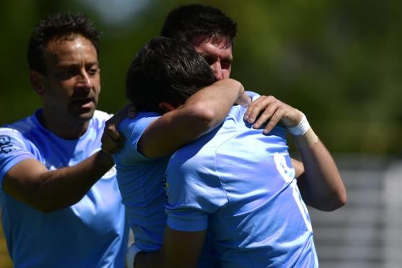 El festejo de los jugadores de Torque tras el gol de Del Prete ante Bella Vista. Foto: Fernando Ponzetto.
