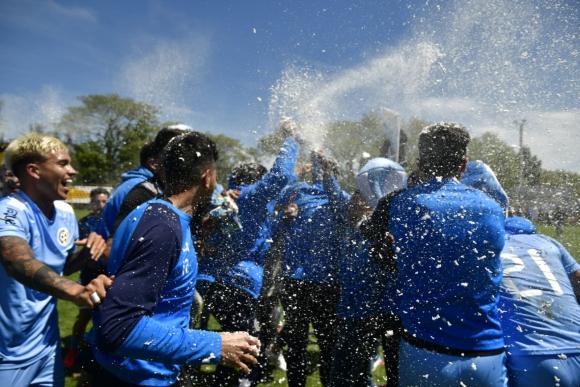 Torque le ganó a Bella Vista y se quedó con el primer ascenso. Fotos: Fernando Ponzetto / El País