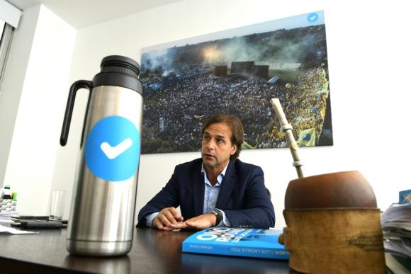 Luis Lacalle Pou habla en entrevista con El País. Foto: Leonardo Mainé