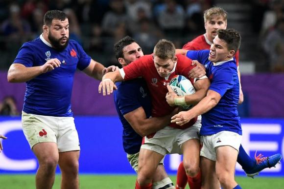 Gales aprovechó la ventaja de jugar con un hombre de más