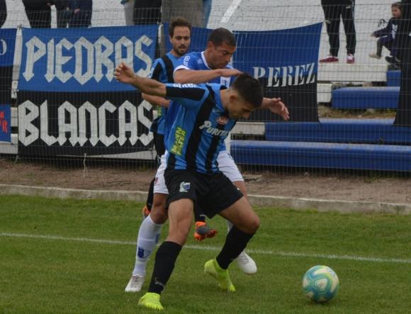 Diego Rodríguez y Nicolás Acevedo en el Juventud vs. Liverpool