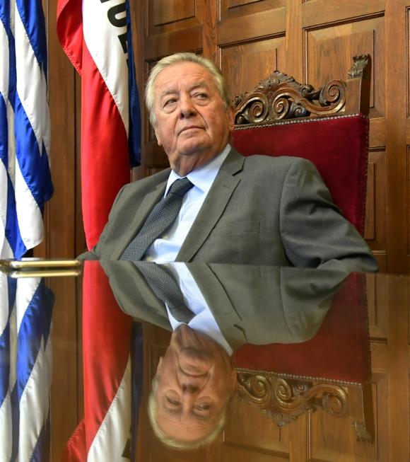 El intendente de Colonia, Carlos Moreira, en nueva conferencia de prensa por el caso de los audios. Foto: Darwin Borrelli