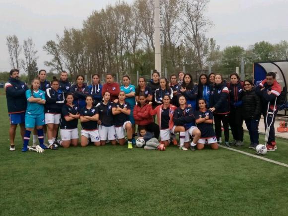 El plantel de Nacional de fútbol femenino.