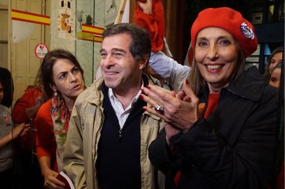 Ernesto Talvi y Mercedes Menafra, esposa de Jorge Batlle. Foto: Ricardo Figueredo.