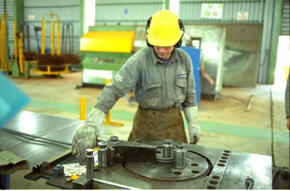 Trabajador en empresa uruguaya. Foto: Archivo El País