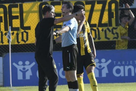 Diego López en Jardines del Hipódromo en el juego entre Danubio y Peñarol. Foto: Gerardo Pérez.