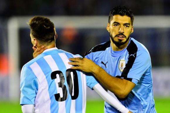 Luis Suárez y Lionel Messi previo al duelo entre Uruguay y Argentina. Foto: Gerardo Pérez.