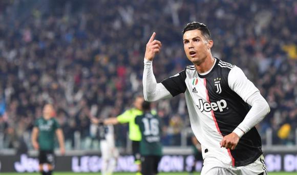 Cristiano Ronaldo con la camiseta de Juventus. Foto: EFE