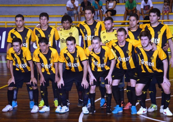 En 2013, Peñarol disputó la última Copa Libertadores en Uruguay. Llegó a cuartos de final. Foto: Peñarol