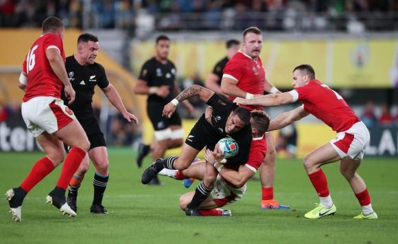 Nueva Zelanda y Gales se enfrentaron este viernes en Tokio por el Mundial. Foto: AFP.