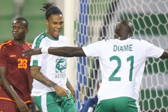 El festejo de Abel Hernández tras el gol ante Umm Salal. Foto: @ahliqat