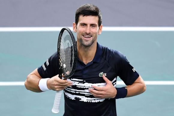 El festejo de Novak Djokovic tras la victoria que lo colocó en semifinales. Foto: AFP