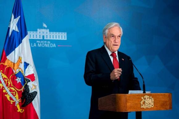 Respuesta. Sebastián Piñera impulsa varias medidas sociales. Foto: AFP