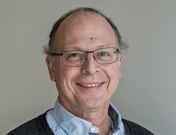Claudio Sapelli, economista uruguayo residente en Chile. foto: El País