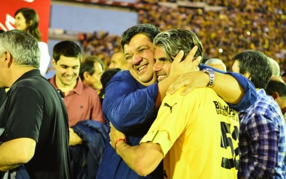 Jorge Barrera y Diego López festejando el título de Campeón Uruguayo de Peñarol en 2018. Foto: Gerardo Pérez / Archivo El País.