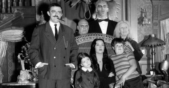 """John Astin y Carolyn Jones protagonizaron la primera serie sobre """"Los locos Addams"""". Foto: Difusión"""