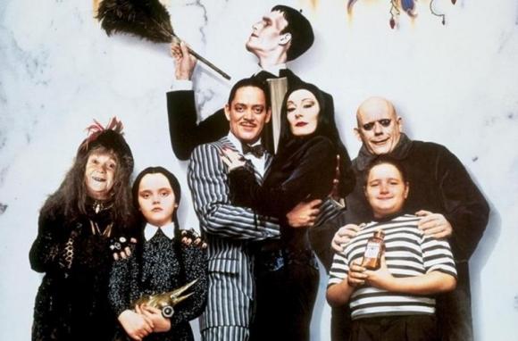 """""""Los locos Addams"""", tuvo dos películas con Raul Julia y Anjelica Huston como los protagonistas, Homero y Moriticia Adams. Foto: Difusión"""