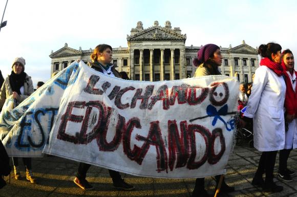 Protesta de sindicatos de la educación pública. Foto: Archivo El País