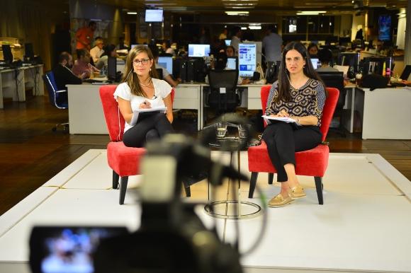 Paula Barquet y Deborah Friedmann en transmisión de elecciones.