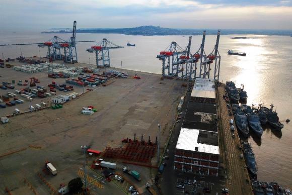 Vista aérea del puerto de Montevideo. Foto: Fernando Ponzetto