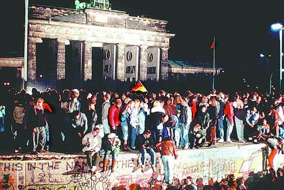 Caída del muro de Berlín. Foto: Archivo El País.