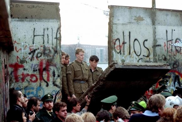 La caída del muro de Berlín. Foto: Archivo El País.