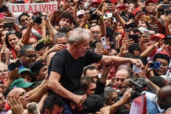 Lula da Silva en su primer acto de masas tras salir de prisión. Foto: AFP