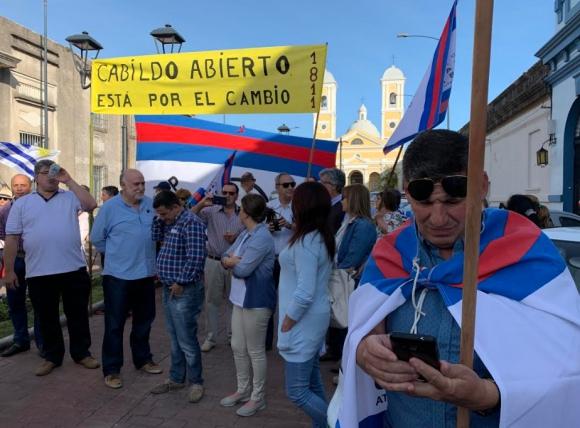 Coalición. Partidarios de Cabildo en un acto de Lacalle Pou.