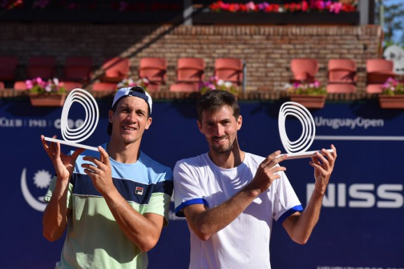 Los campeones del torneo de dobles, Facundo Bagnis y Andrés Molteni. Foto: Uruguay Open.