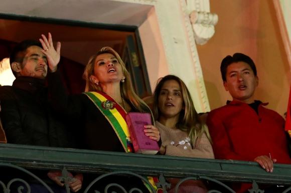 La senadora Jeanine Añez se autoproclamó presidenta interina de Bolivia, este martes. Foto: Reuters