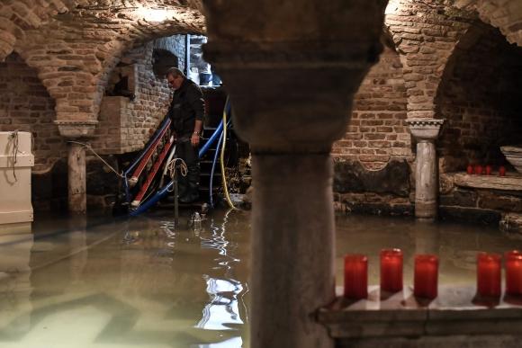 La Básilica de San Marcos se vio inundada. Foto AFP