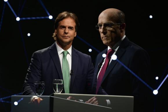 Luis Lacalle Pou durante el debate con Daniel Martínez. Foto: Fernando Ponzetto