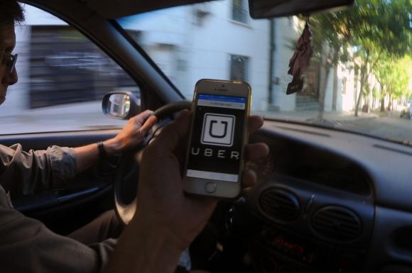 Conductores. Varios choferes de Uber han dejado la empresa para sumarse a la plataforma Didi, atraídos por mejores ganancias.
