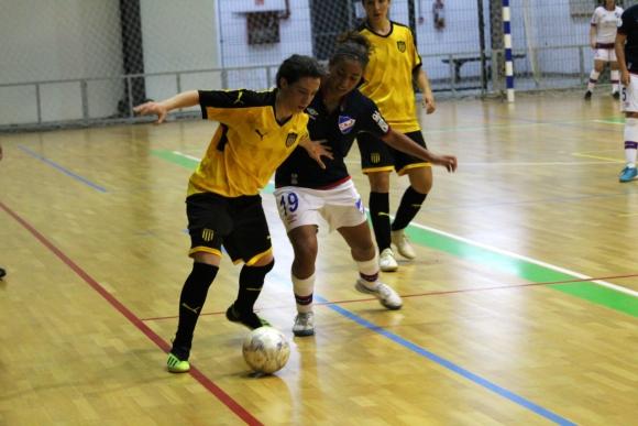 Peñarol y Nacional en el clásico femenino de futsal