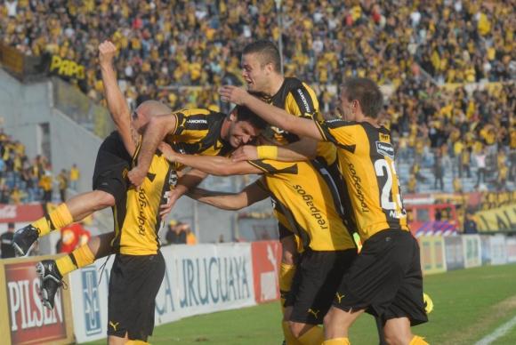 Peñarol en el clásico 5-0 del Clausura 2014.