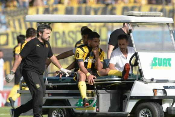 Walter Gargano se retiró lesionado en el primer tiempo del clásico. Foto: Gerardo Pérez.
