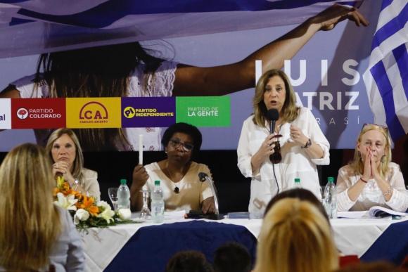Dirigentes mujeres de la coalición firmaron el documento. Foto: Prensa Partido Nacional