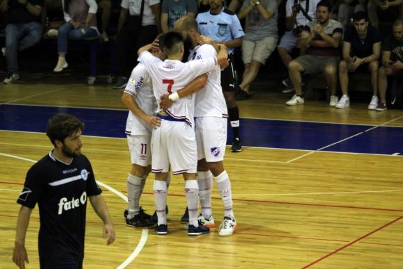 Nacional le ganó a Banco República y está entre los cuatro del playoff. Foto: Matías Pérez