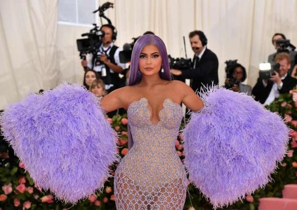 Kylie Cosmetics llega para la Gala Met 2019 en el Museo Metropolitano de Arte de Nueva York. Foto: AFP.