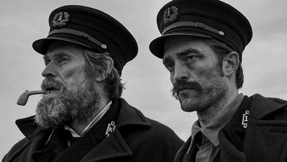 """Robert Pattinson y Willem Dafoe en """"El faro"""". Foto: Difusión"""