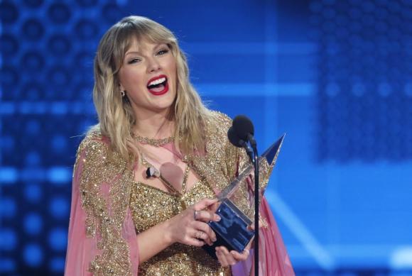 Taylor Swift en los American Music Awards. Foto: AFP